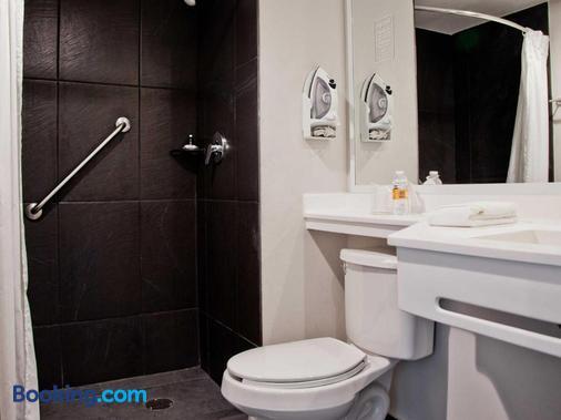 City Express Leon - León - Phòng tắm