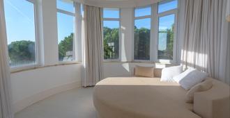 Amazonia Estoril Hotel - קאסקאיס - חדר שינה