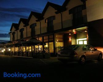 Hotel Sens - Doluje - Building