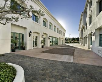 DoubleTree by Hilton San Pedro - Port of Los Angeles - San Pedro - Building