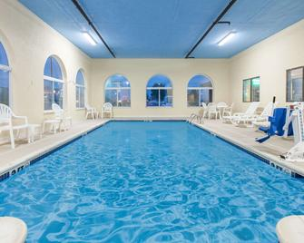 Days Inn by Wyndham Miami - Miami - Bazén