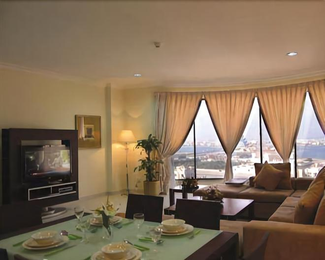 Sea Scene Hotel Apartments - Manama - Living room