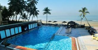 Hotel Sea Princess - מומבאי - בריכה