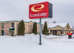 Econo Lodge - Brainerd - Building
