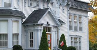 Shadow Lawn Inn - Saint John