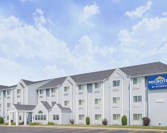Microtel Inn & Suites by Wyndham Plattsburgh - Платтсбург - Building