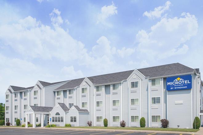 Microtel Inn & Suites by Wyndham Plattsburgh - Plattsburgh - Κτίριο