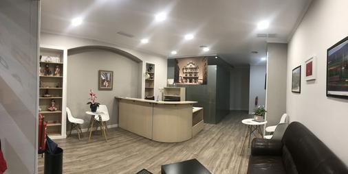 Alojamientos Olga - Pamplona - Front desk