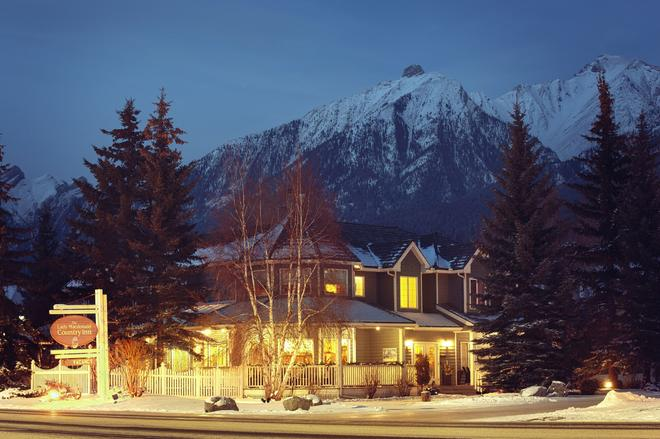 Lady Macdonald Country Inn - Canmore - Building