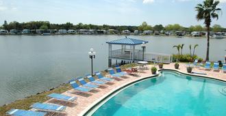 Winter Quarters Encore Manatee RV Resort - Bradenton - Pool