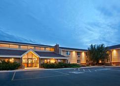 AmericInn by Wyndham Mitchell - Mitchell - Building