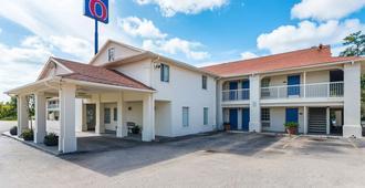 Motel 6 Livingston, TX - Livingston