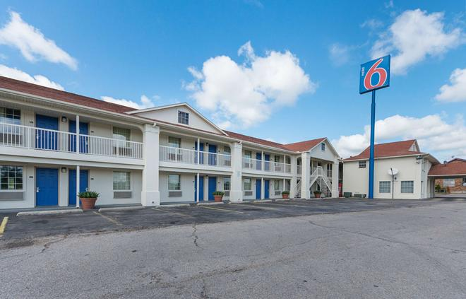 Motel 6 Livingston, TX - Livingston - Building
