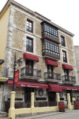 Hostal Esmeralda - Comillas - Building