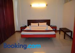 Hotel Blue Hills International - Ooty - Bedroom
