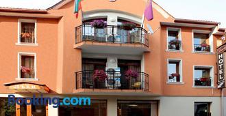 Lucky Hotel - Veliko Tarnovo - Building