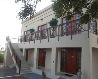 Ledimor Guesthouse - Polokwane - Gebäude