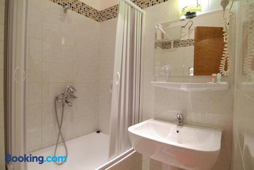 Varonos - Delphi - Phòng tắm