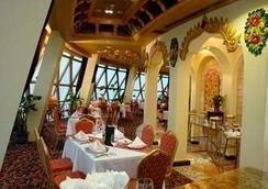 Howard Johnson by Wyndham Pearl Plaza Wuhan - Wuhan - Restaurant