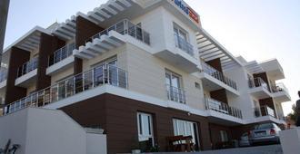 Twins Hotel - Çeşme - Building