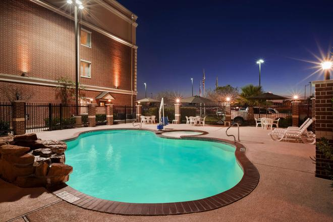 Country Inn & Suites by Radisson, College Station - College Station - Pool