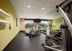 Country Inn & Suites by Radisson, College Station - College Station - Gym
