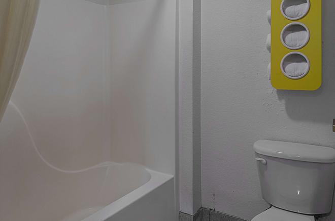 Motel 6 Biloxi - Ocean Springs - Biloxi - Bathroom