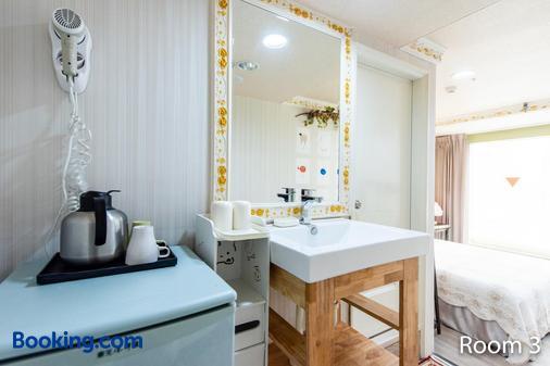 Gwawa Hotel - Kaohsiung - Bathroom