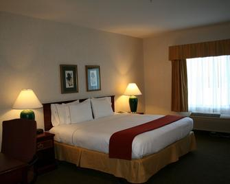 Evergreen Inn and Suites - Monroe - Schlafzimmer
