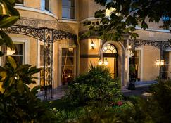 Cork's Vienna Woods Hotel & Villas - Κορκ - Κτίριο