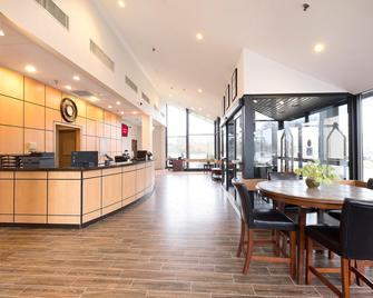 Red Roof Inn & Suites Mt Holly - McGuire AFB - Westampton - Лоббі