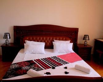 Kiev Kutaisi Hotel - Кутаїсі - Bedroom