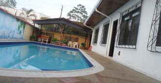 Leticias Guest House - Hostel - Leticia