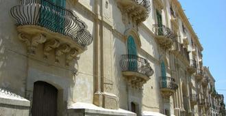 B&B Conte Di Cavour - Noto - Edificio