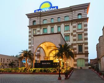 Days Hotel by Wyndham Panipat - Pānīpat - Building