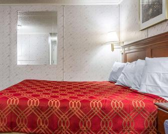 Rodeway Inn & Suites Brunswick near Hwy 1 - Brunswick - Slaapkamer