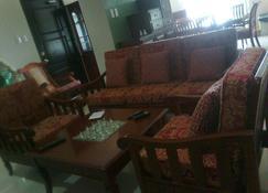 Home in San Antonio, Zambales Near Subic Bay, Philippines - San Antonio - Living room