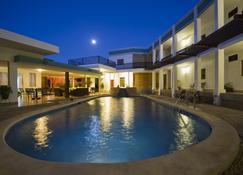 默桑特酒店 - 馬拿瓜 - 馬拿瓜 - 游泳池