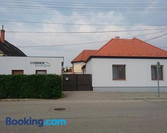Corner Vendégház - Veszprém - Edificio