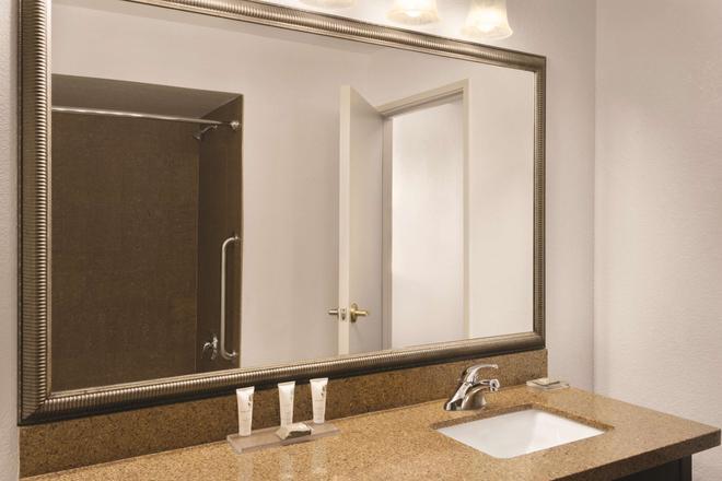 Country Inn & Suites Bradenton-Lakewood Ranch - Bradenton - Casa de banho