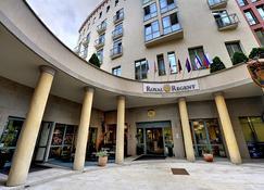St. Joseph Royal Regent - Carlsbad - Building