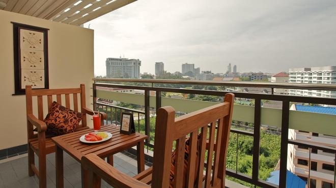 Pattaya Loft Hotel - Pattaya - Balcony
