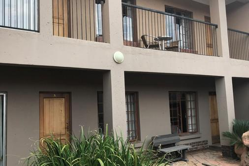 Africa Footprints Guest House - Kempton Park - Rakennus