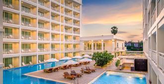 Chanalai Hotels & Resorts - קארון - בניין