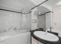 Hotel Manos Premier - Brussels - Bathroom