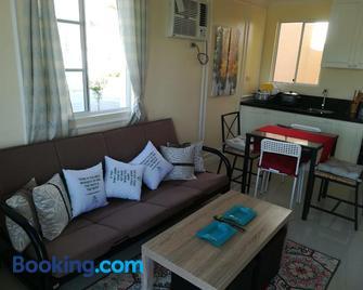 Belle Court Apartment - Santa Rosa - Living room