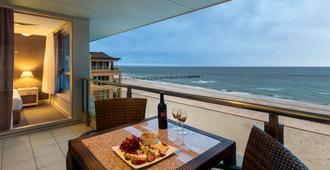 Oaks Glenelg Plaza Pier Suites - Glenelg - Balcón