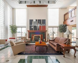 Red Roof Inn & Suites Newnan - Newnan - Лоббі