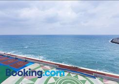 Hotel Regentmarine The Blue - Jeju City - Beach
