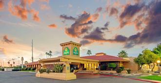 La Quinta Inn by Wyndham Phoenix North - Phoenix - Byggnad